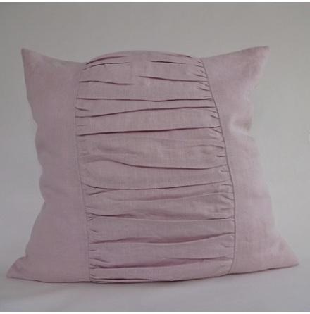 Rosa kuddfodral med draperade veck