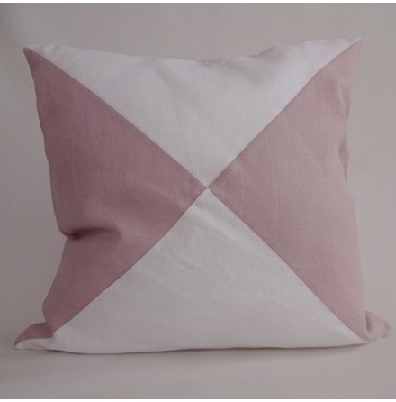 Triangelmönstrat kuddfodral vitt och rosa
