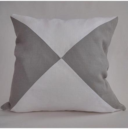 Triangelmönstrat kuddfodral vitt och ljusgrått