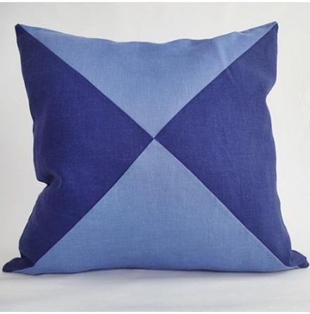 Triangelmönstrat kuddfodral ljusblått och mörkblått