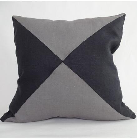 Triangelmönstrat kuddfodral mörkgrått och svart